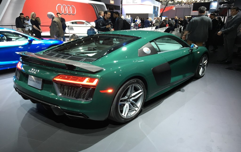 2016 nyias live photos audi r8 v10 plus goodwood green. Black Bedroom Furniture Sets. Home Design Ideas