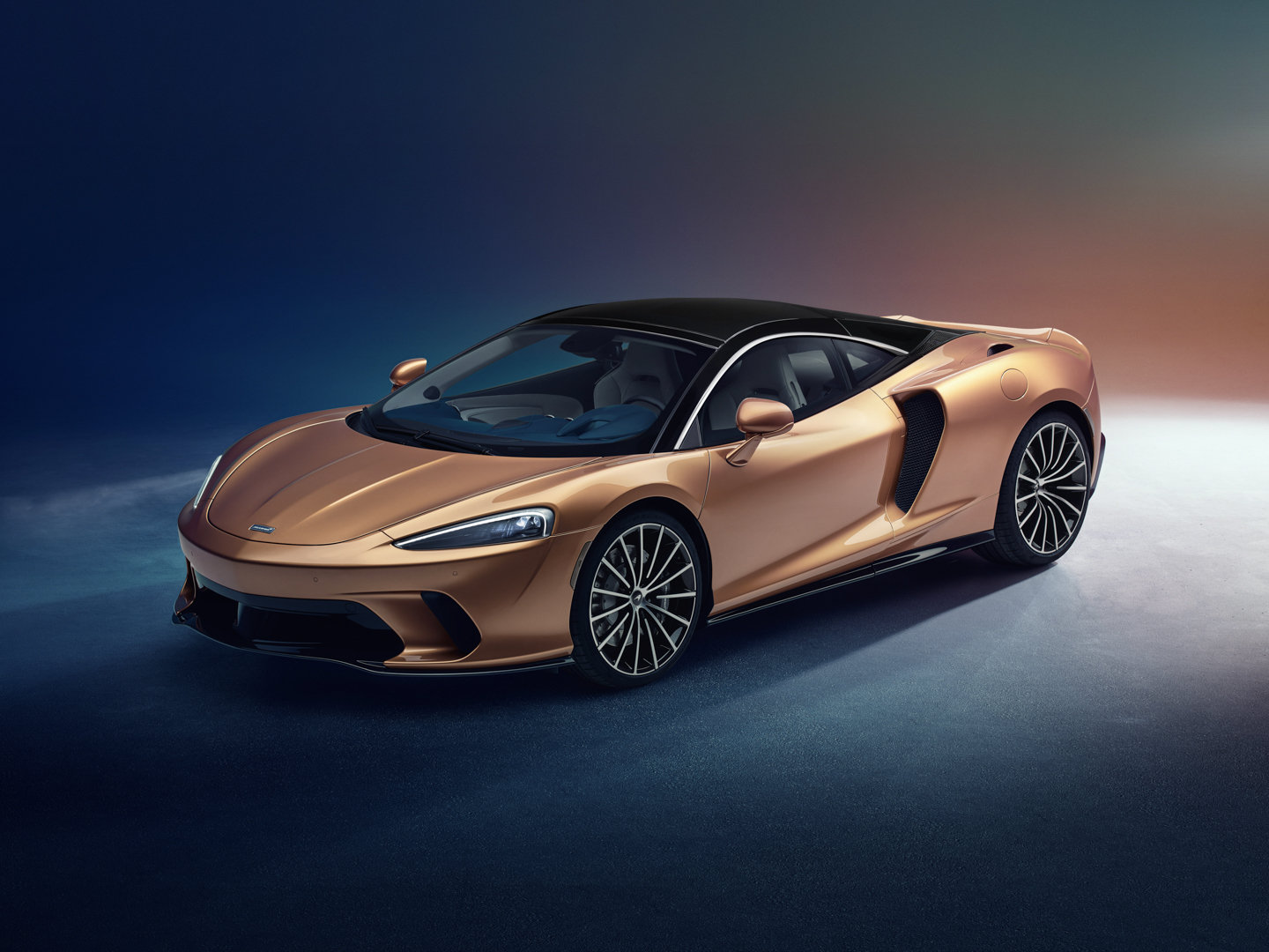 Does the new McLaren GT make the Audi R8 irrelevant?